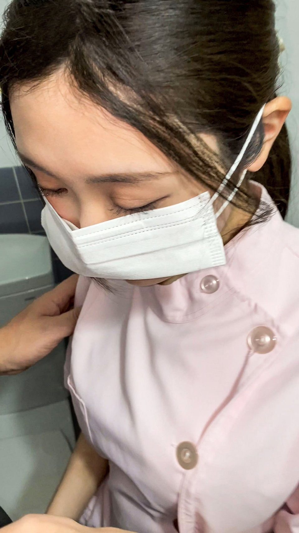 FC2 PPV 1782876 【コロナ前の病院】(流出)三重 病院 ナース 27歳 入院患者とお楽しみの映像。個室で乳だしてペニスをシャブり精子を吸い取る【削除予定注意】